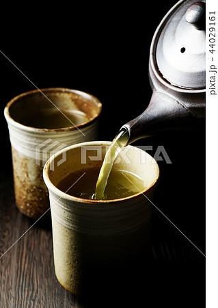 注がれる緑茶 44029161