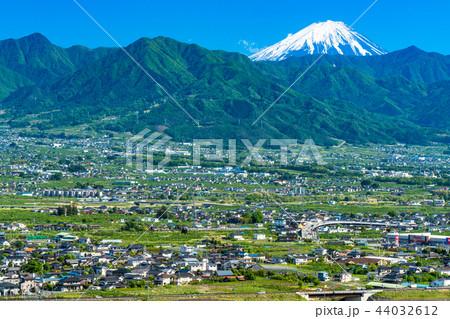 《山梨県》富士山と甲府盆地を一望 44032612