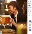 男性 二人 ビールの写真 44042670