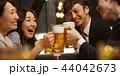 お酒を飲む社会人 44042673