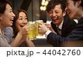 お酒を飲む社会人 44042760