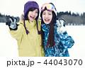 スキー場の女性 44043070