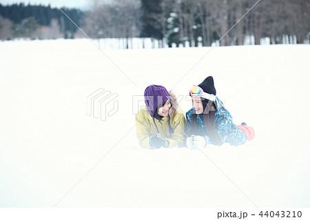 スキー場の女性 44043210