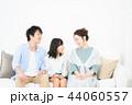 家族 座る ソファーの写真 44060557