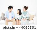 家族 座る ソファーの写真 44060561