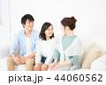 家族 座る ソファーの写真 44060562
