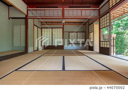 伝統的な和室 44070002