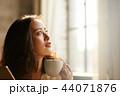 女性 若い女性 喫茶店の写真 44071876