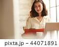 ビジネス 女性 カフェ 44071891
