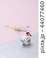 亥の人形と鶴の水引 44077460