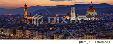 View of the city of Florence at night 44086283