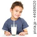 少年 男の子 男児の写真 44089020