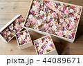 箱に入ったプリザーブドフラワー 44089671