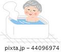 シニア 女性 入浴のイラスト 44096974
