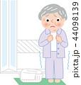 シニア 女性 寒い脱衣所入浴後 ヒートショック 44098139