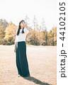 女性 秋 ウォーキングの写真 44102105
