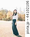 女性 秋 ウォーキングの写真 44102106