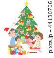 クリスマス クリスマスツリー 家族のイラスト 44130706