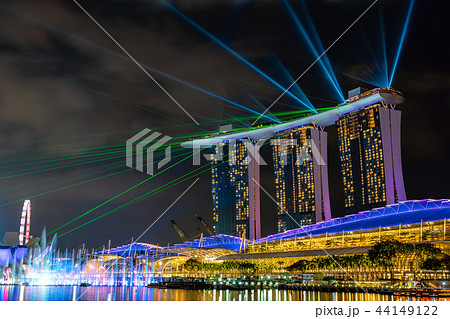 シンガポール・マリーナベイサンズホテルのレーザーショー 44149122