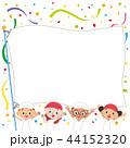 運動会の旗を持つ子供達 44152320