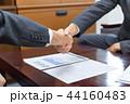 ビジネス 握手 会社員の写真 44160483