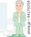 シニア 男性 寒い脱衣所入浴後 ヒートショック 44174259