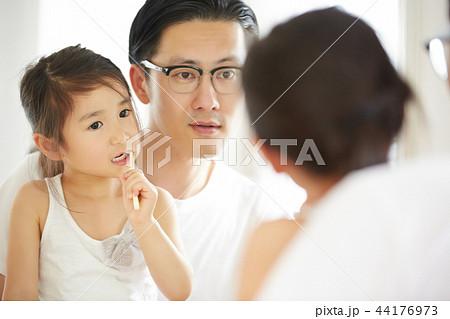 父親と娘のライフスタイル 44176973
