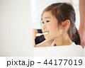 女の子 子供 親子の写真 44177019