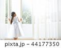 ドレスを着た女の子 44177350