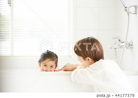 母親と娘のライフスタイル 44177379