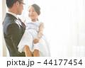 ドレスを着た娘と父親 44177454