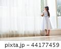ドレスを着た女の子 44177459
