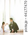 ドレスを着た娘と父親 44177470