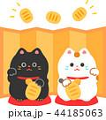 対の招き猫と金色の屏風 44185063