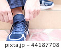 運動靴 (ジャージ スポーツ シューズ スニーカー トレーニング ランニング 男性 顔なし 人物) 44187708