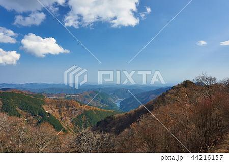 埼玉県 秋の有間峠からの有間ダムと名栗湖 44216157