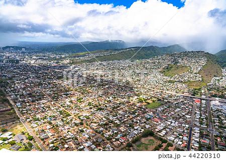 《ハワイ》オアフ島・ホノルルの住宅街《航空写真》 44220310