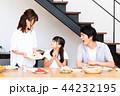 家族 食事 食卓の写真 44232195