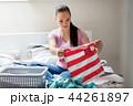 女性 洗濯 洗濯物の写真 44261897