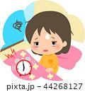 疲れた表情で起床する女の子 44268127