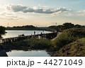 釣り人と桟橋 44271049