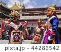 中国・青海省・西寧郊外のタール寺の仮面舞踏 44286542