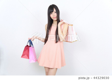 若い女性 ショッピング 44329030