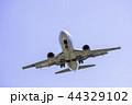 着陸する飛行機  ボーイング737-500 44329102