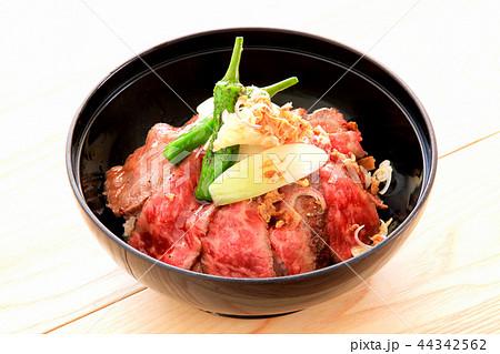 ローストビーフ丼 44342562
