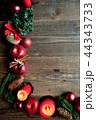 林檎とクリスマスツリーのフレーム 黒木材背景 44343733