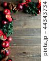 林檎とクリスマスツリーのフレーム 黒木材背景 44343734