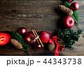 林檎とクリスマスツリーのフレーム 黒木材背景 44343738