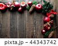 林檎とクリスマスツリーのフレーム 黒木材背景 44343742