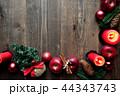 林檎とクリスマスツリーのフレーム 黒木材背景 44343743